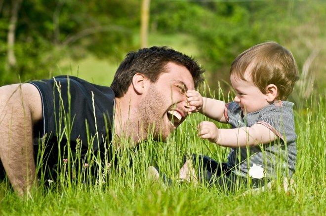 El permiso de paternidad tiene que mejorar según un estudio