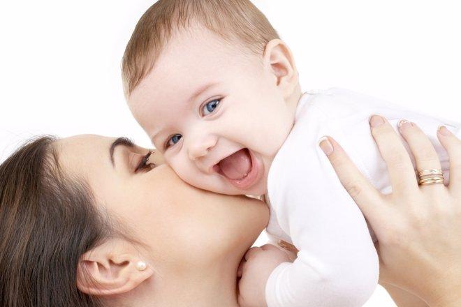 La felicidad de la madre previene el cólico en los bebés